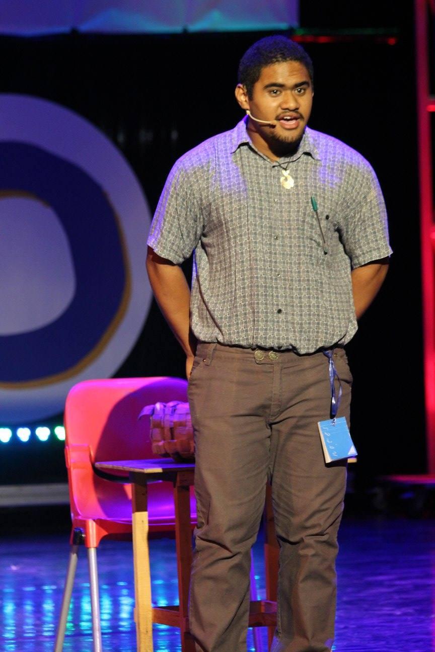 Dans une ambiance conviviale et hilarante, Teiki a remporté le 1er prix stand-up le 31 mars dernier.