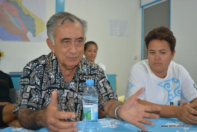 Oscar Temaru préconise de diminuer le coût de la vie aux Marquises afin d'attirer plus de monde, en marge de la construction d'un aéroport international.