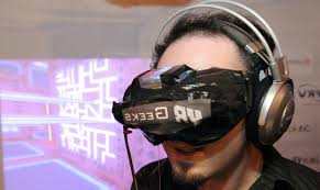 Visiteurs casqués pour expos virtuelles