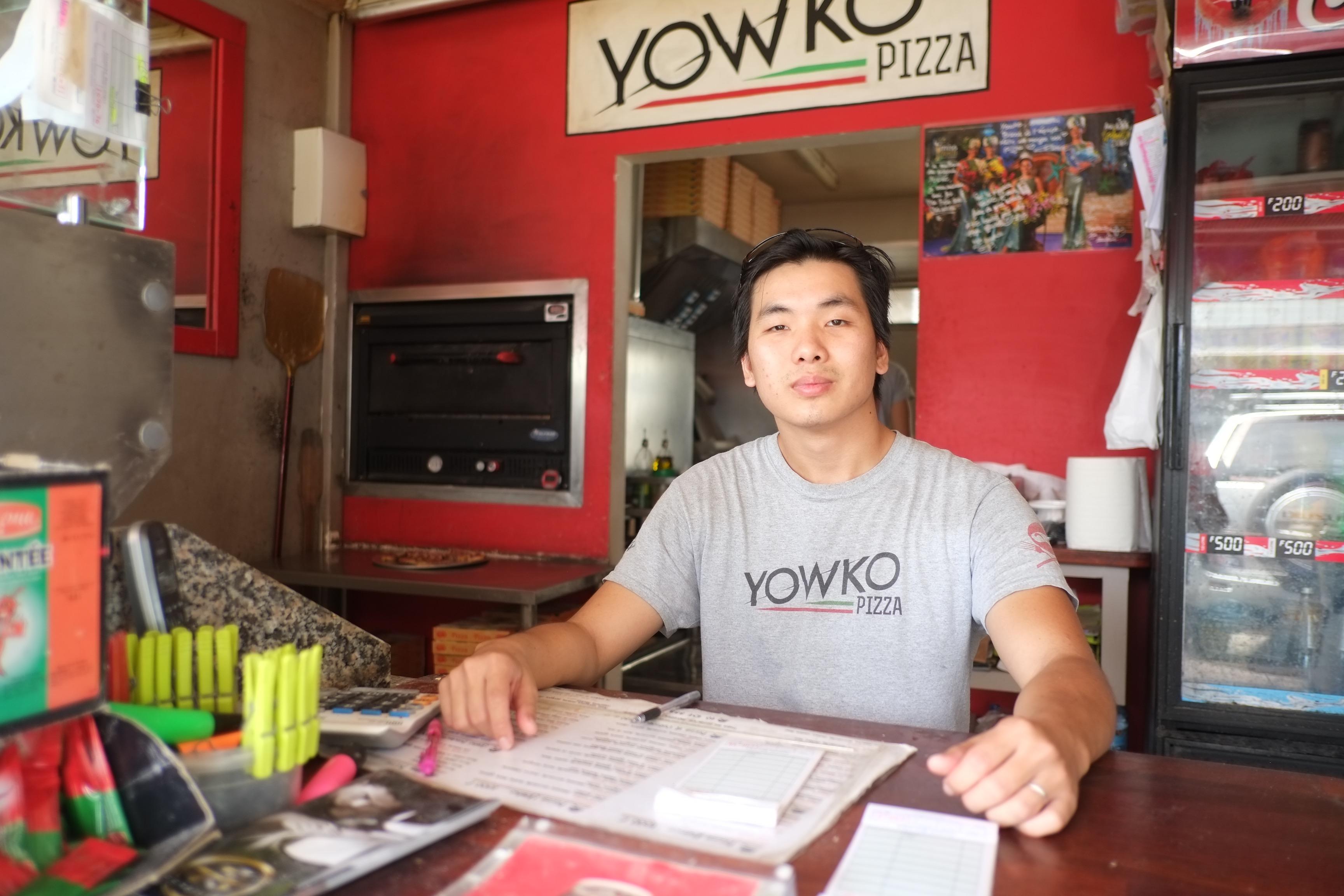 """""""Ce que j'aime dans le commerce c'est la relation que l'on peut créer avec ses clients"""", se réjouit Yann, associé avec son frère dans l'entreprise Yowko Pizza."""