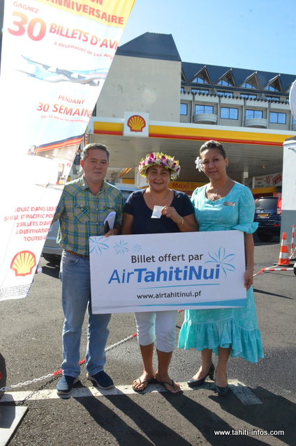 Natacha Maamaatuaiahutapu a reçu ses deux billets d'avion, ce vendredi matin.