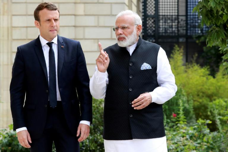 POOL/AFP / JACQUES DEMARTHON Le Premier ministre indien Narendra Modi (d) et le président français Emmanuel Macron, le 3 juin 2017 au palais de l'Elysée à Paris