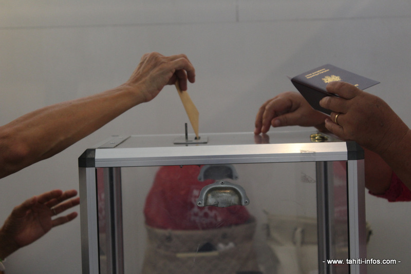 Législatives : à 17 heures, la participation en baisse par rapport à 2012