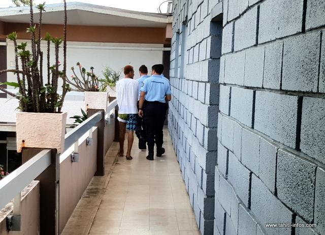 Le jeune cambrioleur a été reconduit à la maison d'arrêt de Nuutania à l'issue de l'audience.