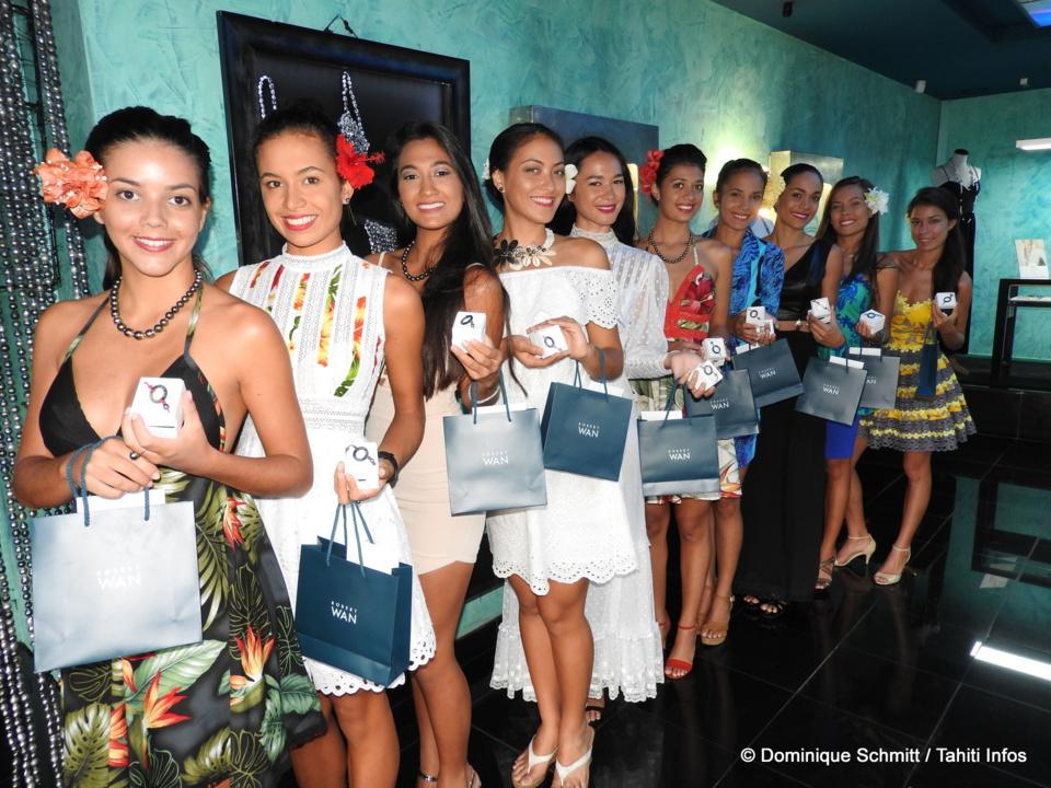 De jolis bracelets bijoux ont été offerts aux jeunes femmes.