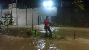 Inondations en Indonésie: des dizaines de détenus s'évadent de prison