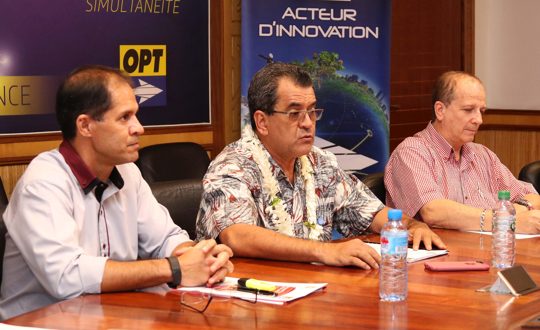 Les cadres de l'OPT avec le président Edouard Fritch ont présenté les derniers détails du câble sous-marin Natitua qui reliera Tahiti aux Marquises et aux Tuamotu (photo présidence)