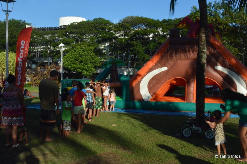Les deux châteaux gonflables étaient une alternative populaire aux trampolines pour les plus petits.