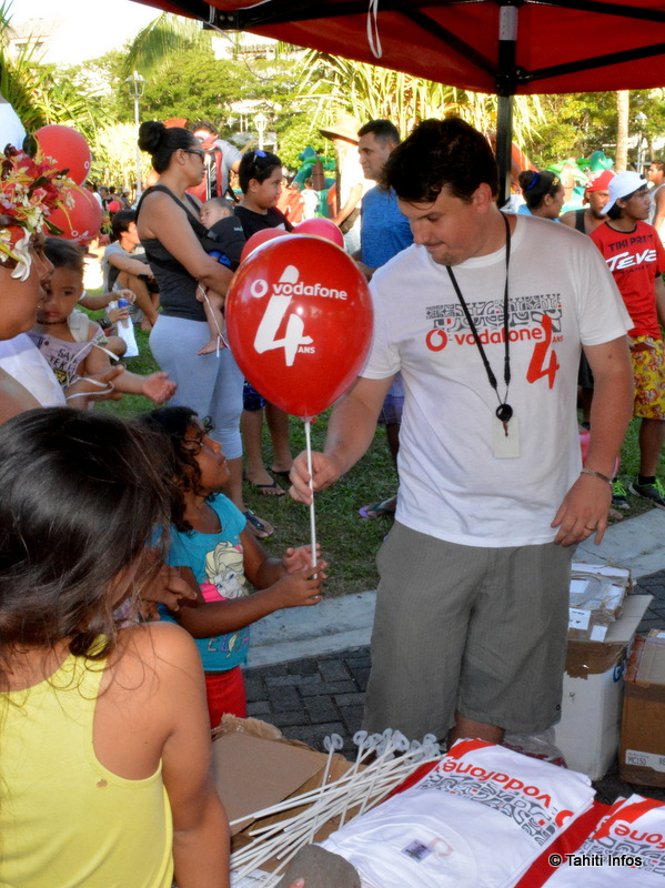Des centaines de ballons ont été offerts aux enfants