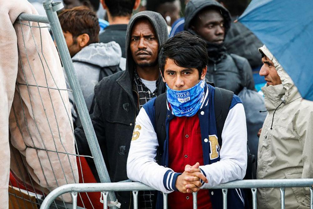 Migrants: un nouveau dispositif d'hébergement s'installe sur fond d'inquiétude
