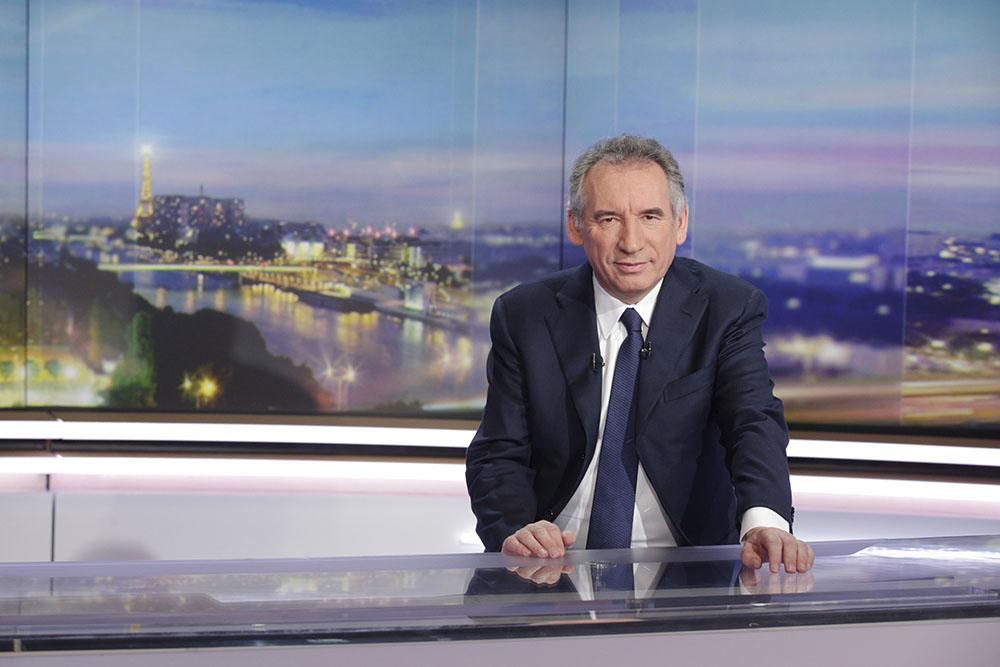 Gouvernement: Bayrou annonce son départ, Sarnez va diriger les députés MoDem