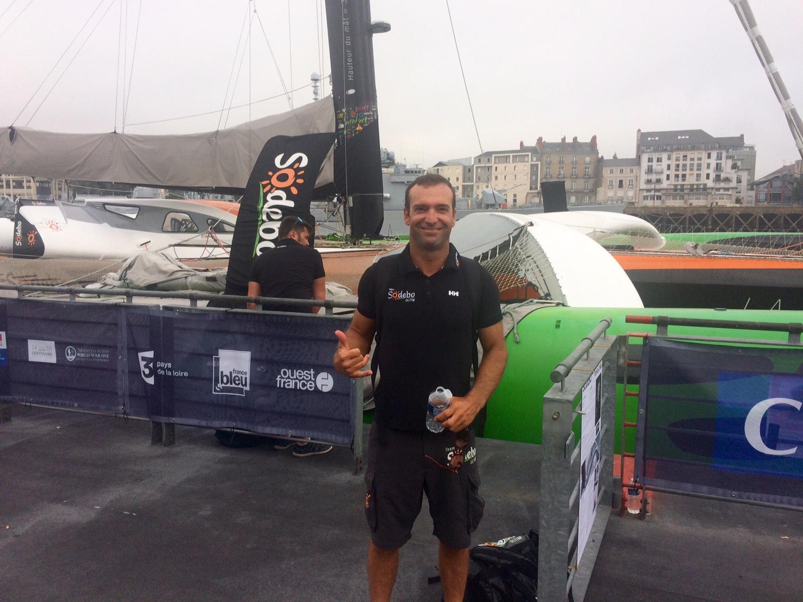 Billy Besson, prêt à embarquer à bord du maxi-trimaran Sodebo, à Nantes ce mercredi matin.