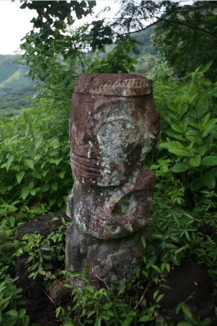 Carnet de voyage - Les « tiki toa » de Hiva Oa