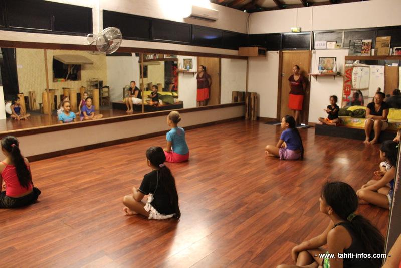 La plateforme en ligne permettra à tout le monde d'accéder à des cours de danse, percussions ou encore de langue tout en permettant à des enfants  de renouer avec leur culture.