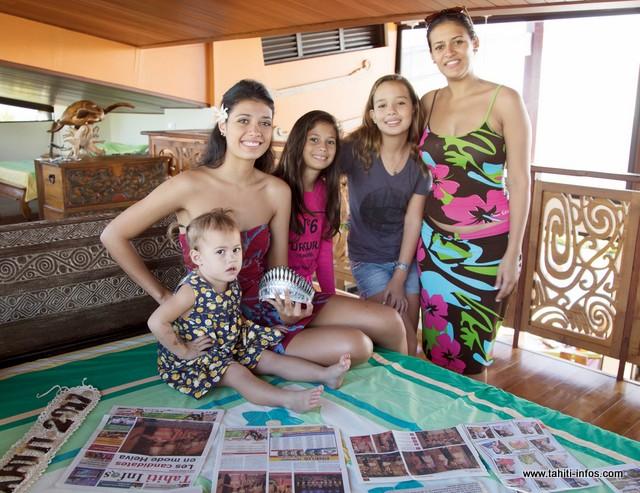 Turouru Temorere avec sa grande sœur Turia, ses cousines, sa nièce... et son diadème !