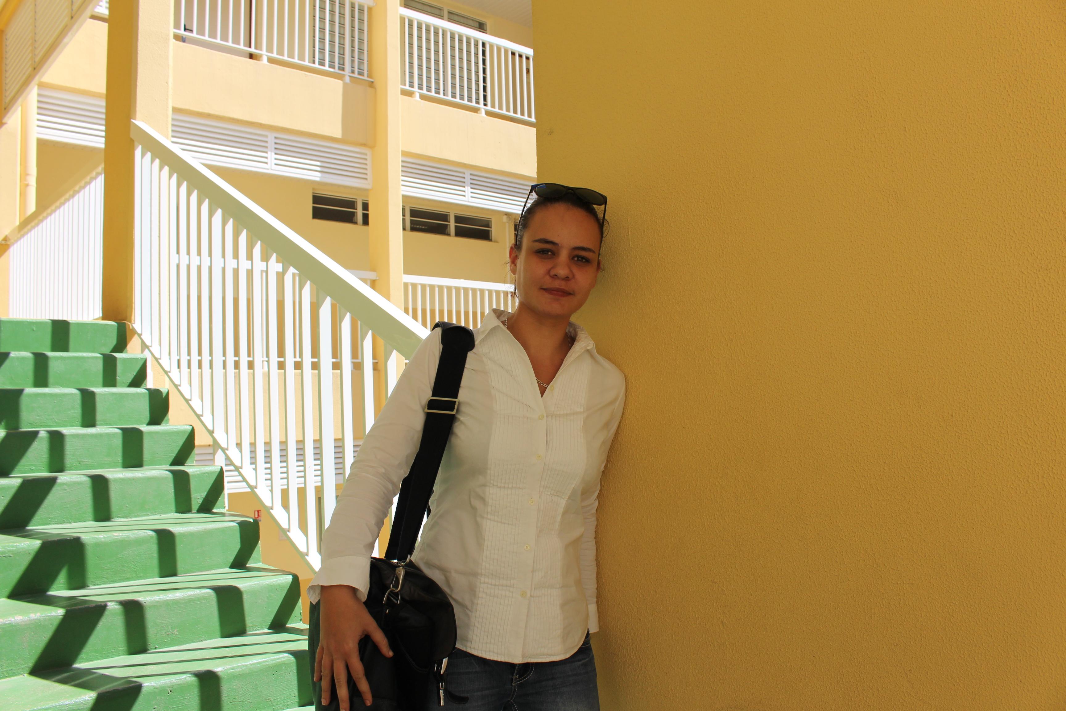 """""""Ce qui distingue les élèves"""", assure-t-elle, """"c'est la motivation et l'implication dans les révisions. L'épreuve de français est une épreuve qui récompense l'investissement des élèves."""" Heinarii Grand, professeure de lettres au lycée Samuel Raapoto, examinatrice au lycée Paul Gauguin."""
