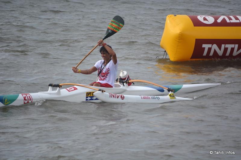 Marguerite Temaiana aux anges après avoir remporté sa médaille d'or en Master Women V1