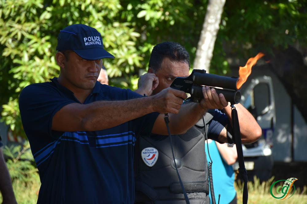 La deuxième arme à feu était le flash-ball.
