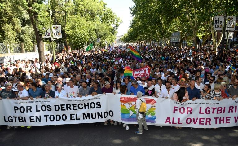 A Madrid, une marche mondiale LGBT très festive et surveillée