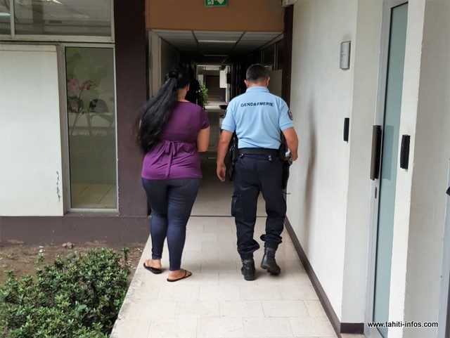 La mère de famille mise en examen pour avoir commandité et confié à ses fils l'agression crapuleuse d'un couple de commerçants de Papeari, en août 2016, reste en détention.
