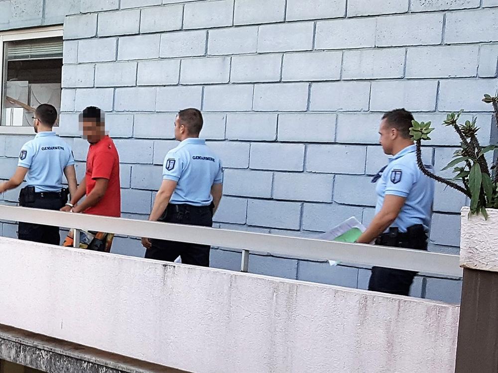 Le jeune homme, détenu depuis son interpellation lundi, s'était rendu de lui-même aux forces de l'ordre conscient d'être allé trop loin. Il a été reconduit ce jeudi à Nuutania.