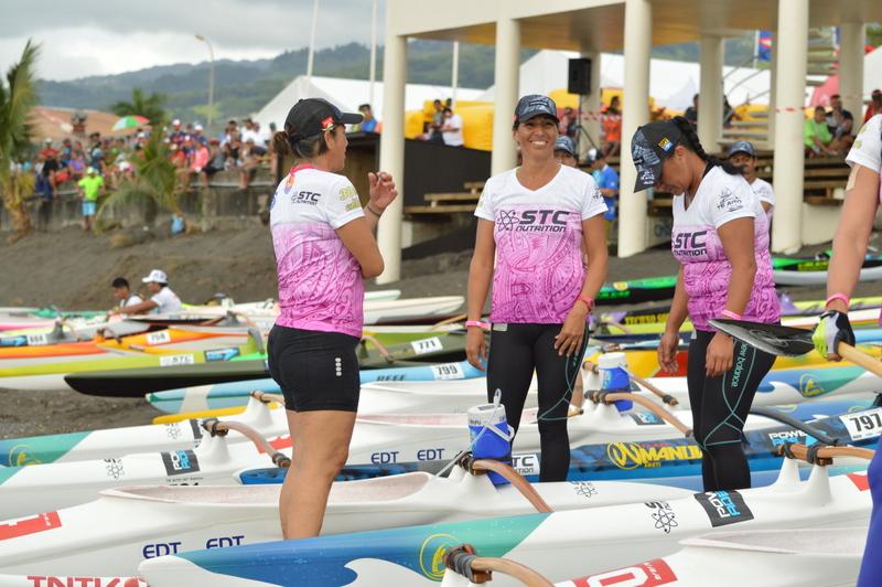 Noelia en compagnie de l'équipe féminine de Rapa Nui, dont elle est le vétéran (photo : Canal Mata o te Rapa Nui)