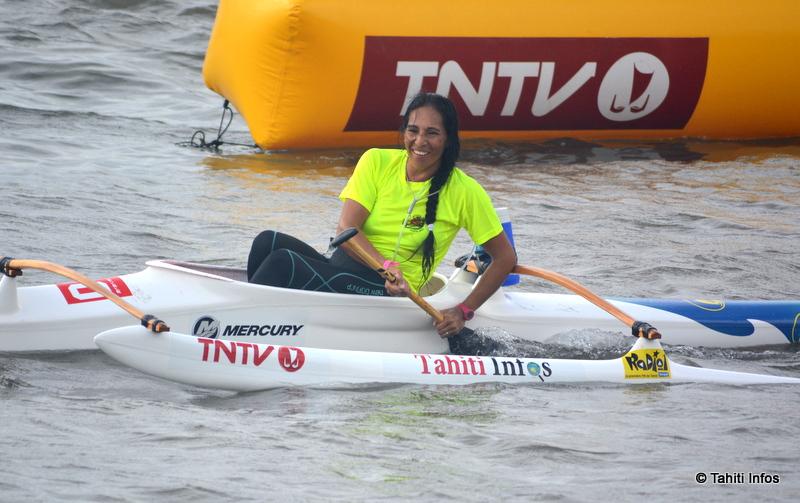 Noelia Durán-Veri Veri à l'arrivée de sa course de 18 kilomètres lors des championnats du monde de va'a marathon