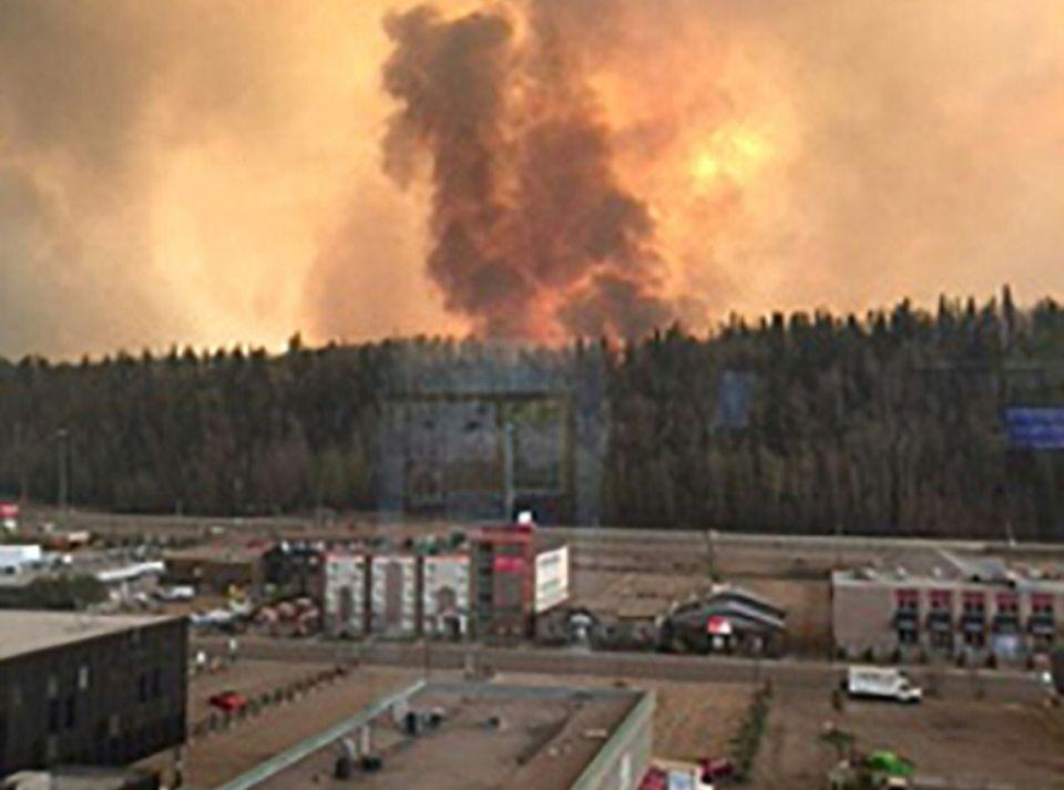 Incendies au Canada: des milliers d'évacuations, état d'urgence en Colombie-Britannique