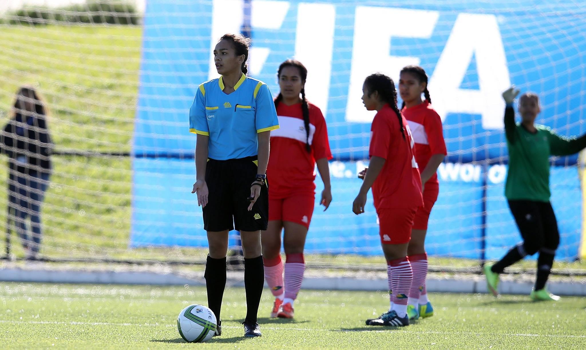 Elle a sifflé deux pénalties lors de la rencontre Fidji-Tonga Crédit photo: OFC via Phototek