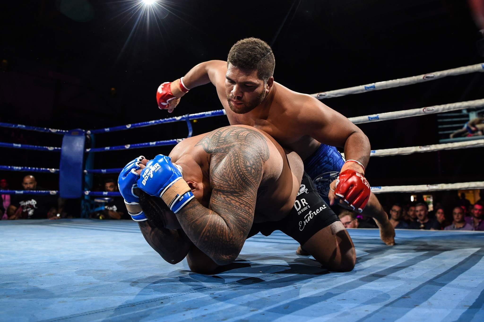 Henri Burns a créé la surprise, en avril dernier, en battant Tafa Misipati, double champion en titre du Pacifique de MMA.