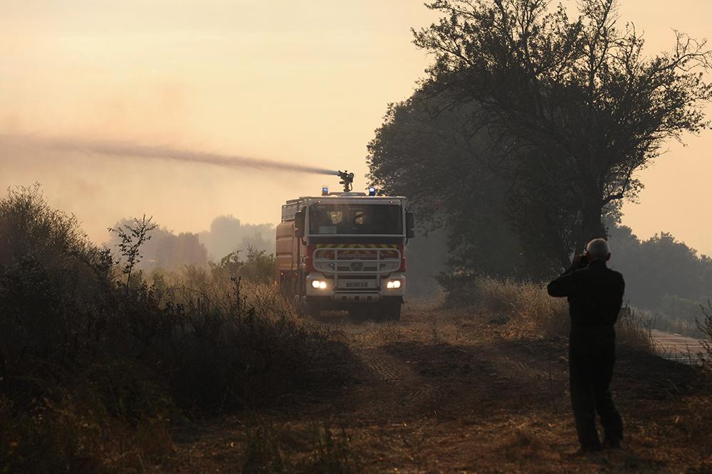 Bouches-du-Rhône : les pompiers toujours mobilisés à Saint-Cannat pour éviter les reprises de feu