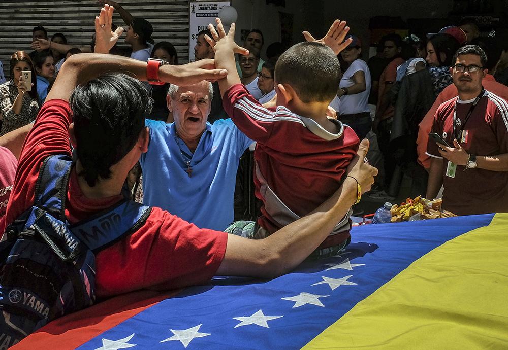 Venezuela : l'opposition regonflée avec le vote consultatif contre Maduro