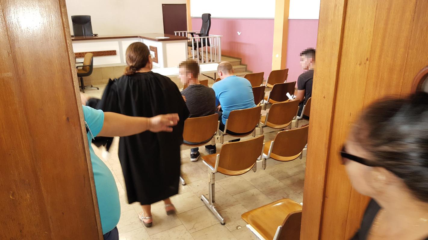 Les deux jeunes soldats du rang, âgés de 20 et 23 ans, ont écopé de 12 mois de prison avec sursis pour le premier et 8 mois de prison ferme pour l'auteur des coups de couteau.