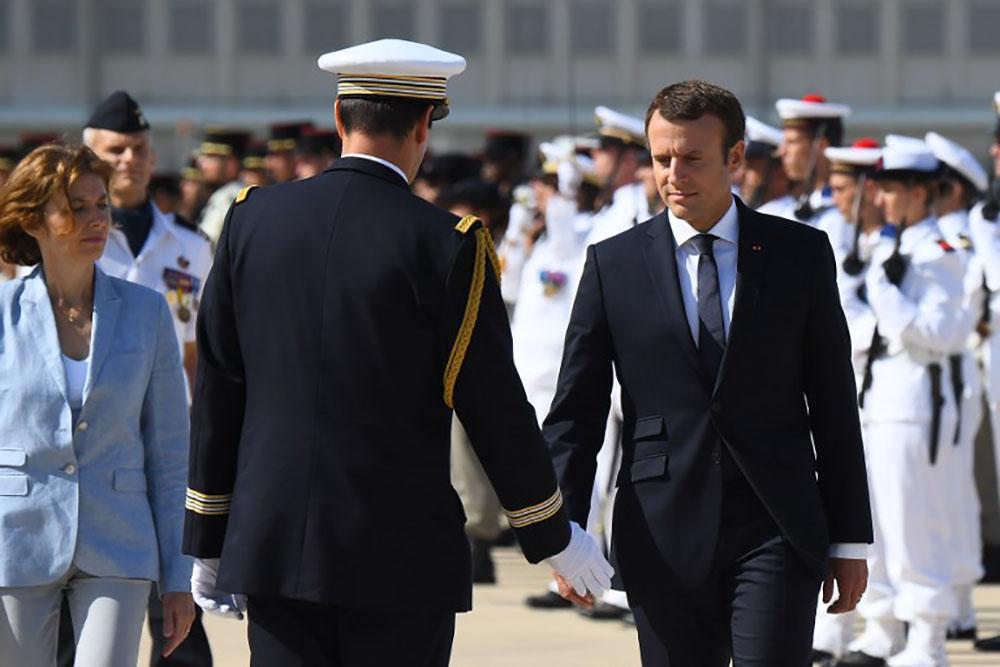 Armées: Macron lance l'opération reconquête après la démission du général de Villiers