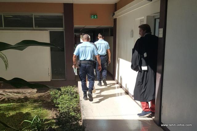 La détention provisoire des époux Dubaquier a été prolongée de quatre mois ce matin.