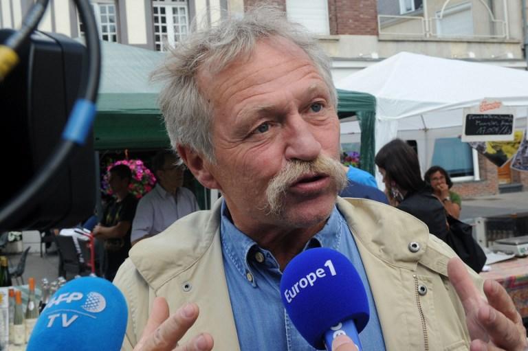 """Réfugiés: José Bové appelle le président de la République à """"ouvrir les frontières"""""""