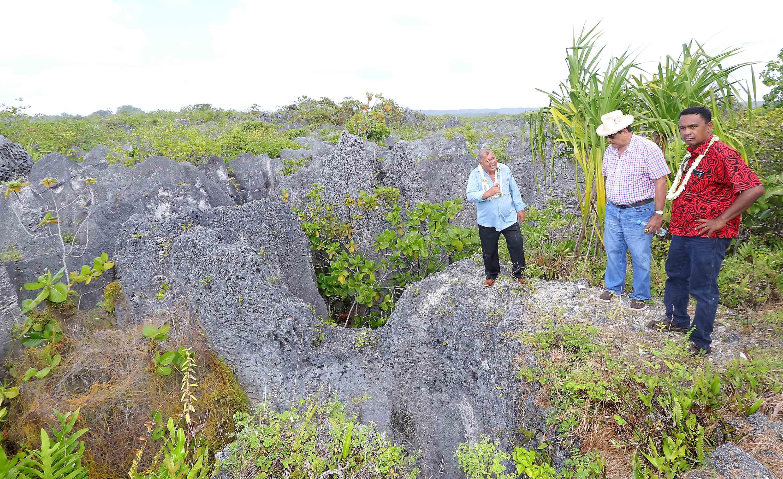 Le gouvernement s'est rendu vendredi sur l'atoll de Makatea afin de faire le point sur le projet d'extraction de phosphate porté par Colin Randall.