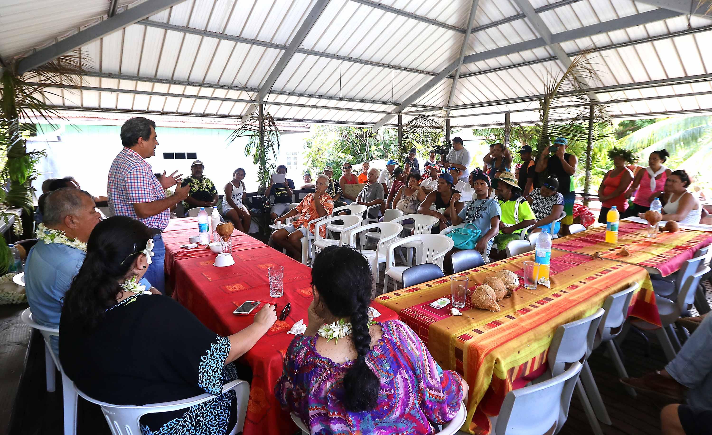 La délégation a également rencontré la population de l'île à l'occasion d'une réunion publique. Chacun a pu exprimer son point de vue sur le projet d'extraction.