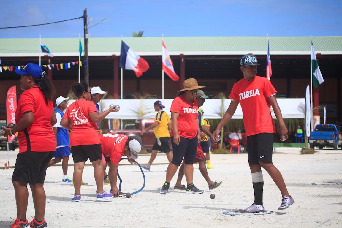 La pétanque est très pratiquée aux Tuamotu