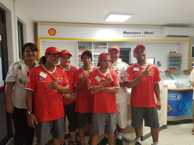 L'équipe de la station Shell Papeari.