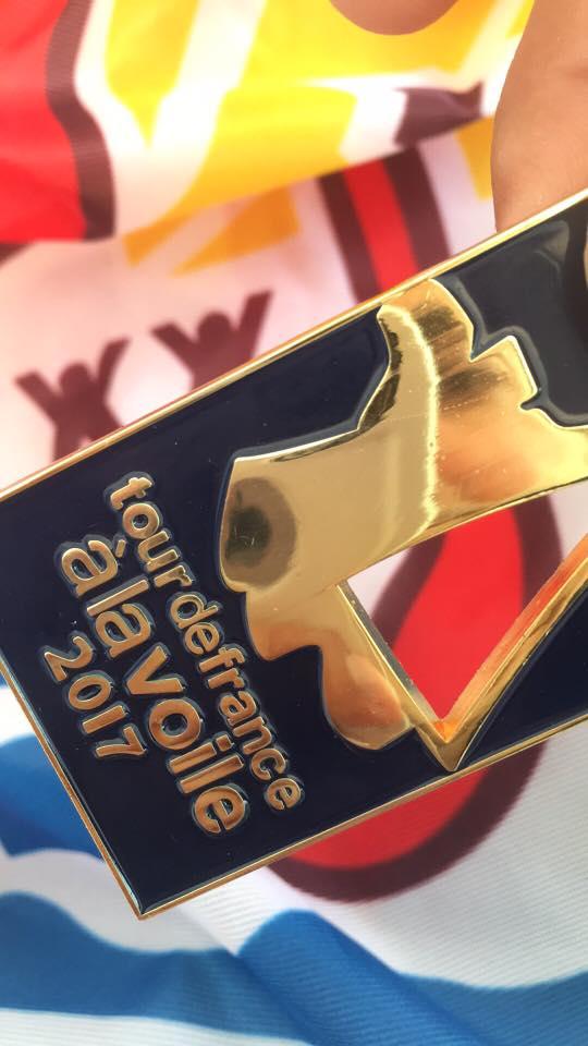 """""""Cette médaille est pour vous !!! Supporters, fans, sponsors & partenaires! Sans vous rien n'aurait été possible !!!"""" (Photo et légende : Facebook Trésors de Tahiti)"""