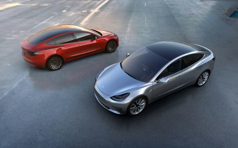 """Etape cruciale pour Tesla, qui sort son """"Model 3"""" pour conquérir le grand public"""