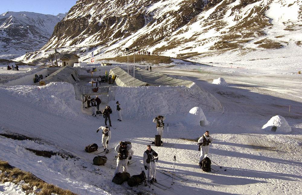 Photo d'archives d'une équipe de secourisme au mont Cénis.