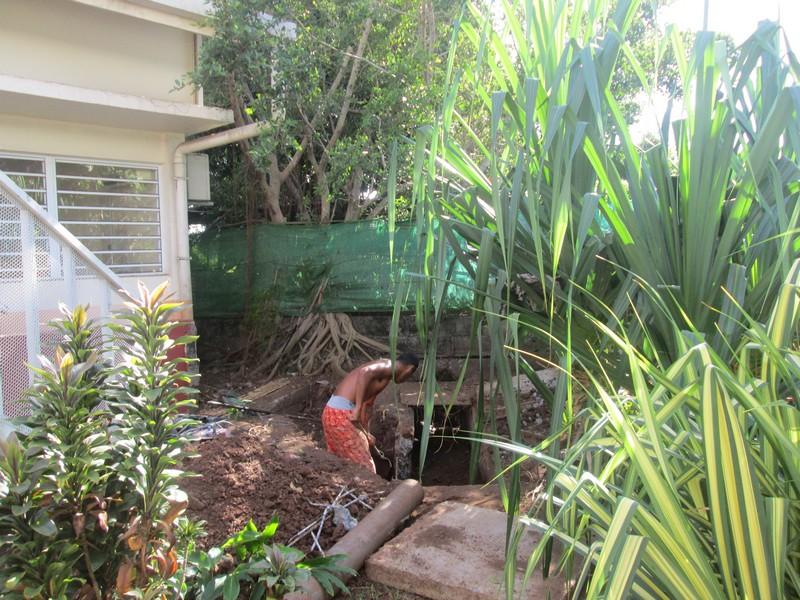 Dégagement des réseaux d'évacuation des eaux pluviales à l'école Vaiaha.