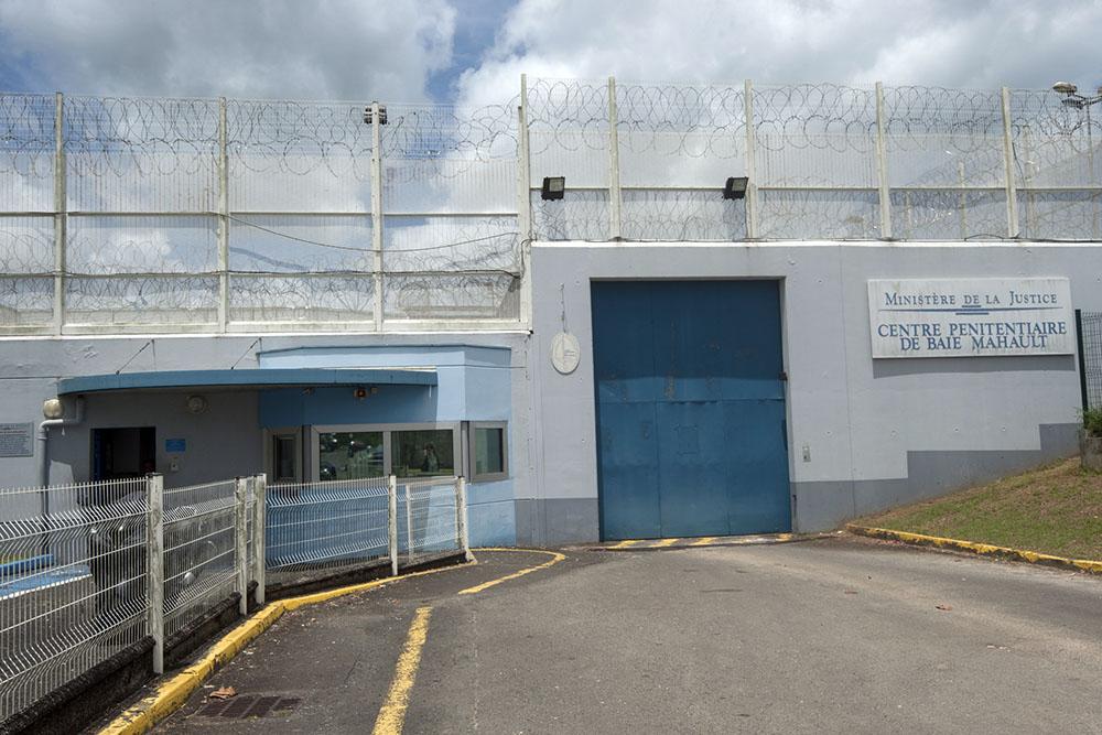 Guadeloupe: 75 armes trouvées dans une prison lors d'une fouille
