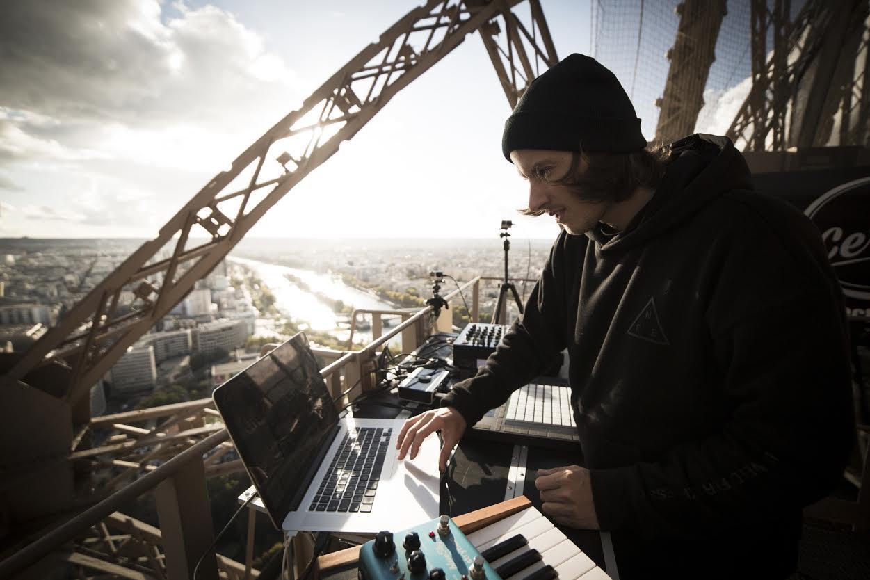 L'artiste a déjà assuré, le 17 octobre dernier, un show exceptionnel depuis le deuxième étage de la Tour Eiffel.