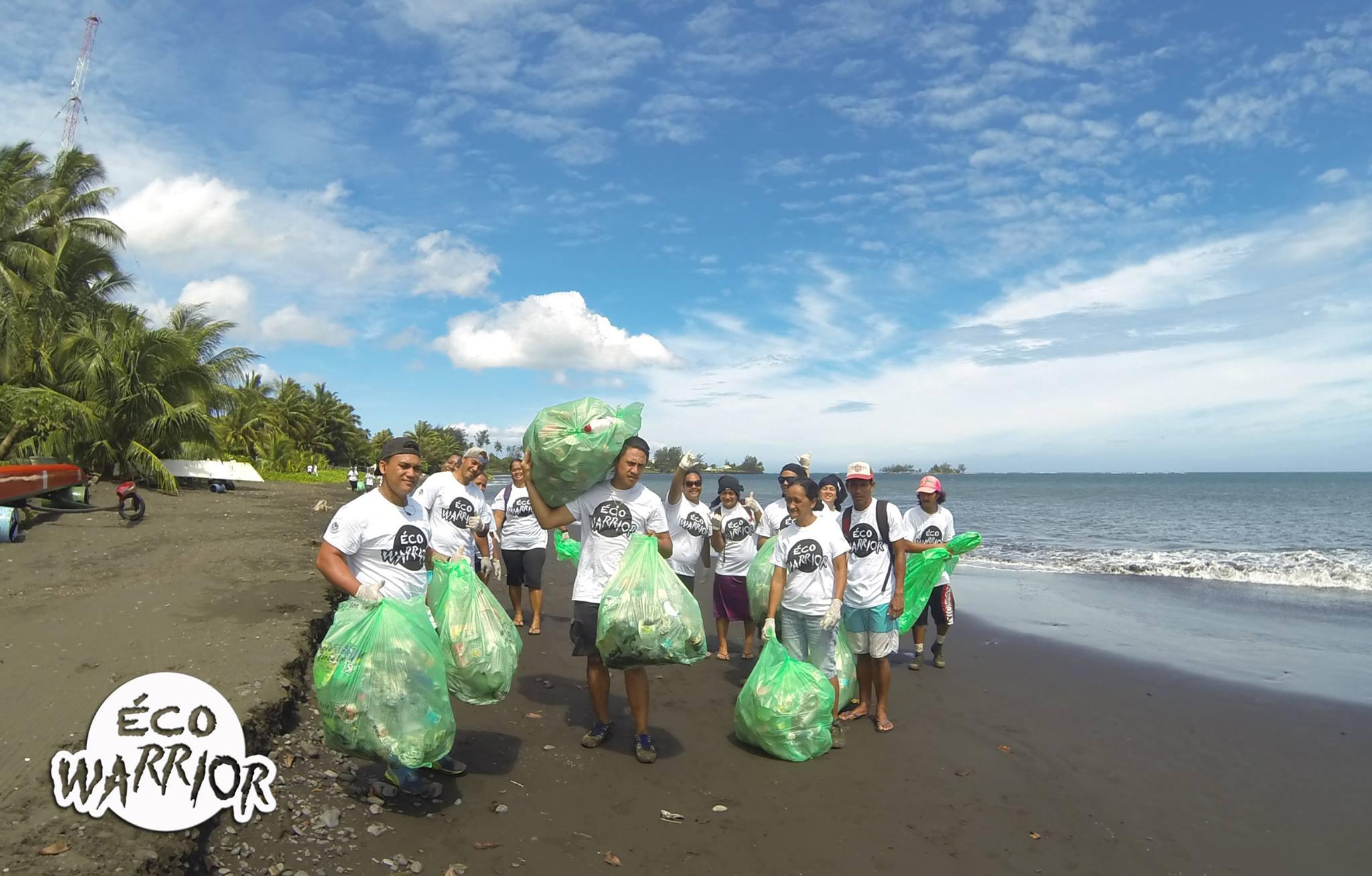 """Les """"Éco Warriors"""" œuvrent pour préserver l'environnement en Polynésie."""
