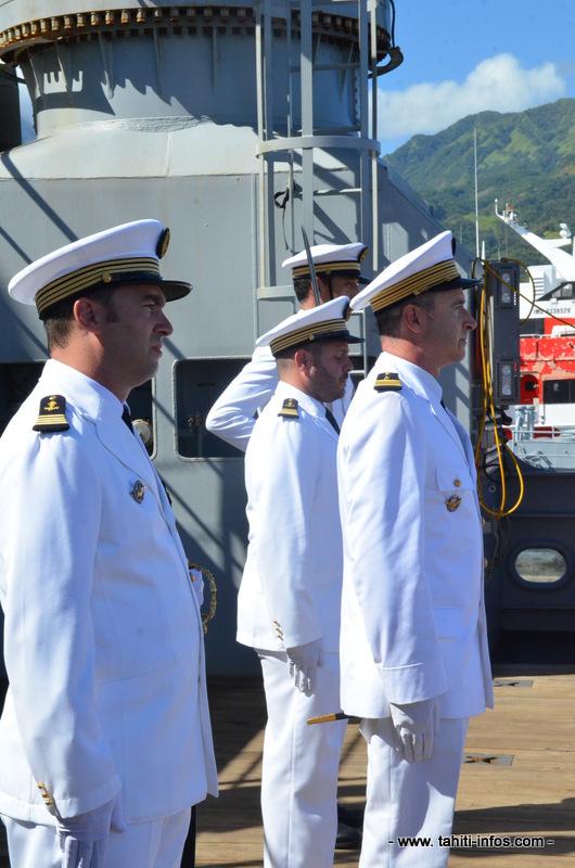 Le capitaine de corvette Jacques Magnier de Maisonneuve avec le colonel Paul Bader et le capitaine de corvette Sébastien Fajon.