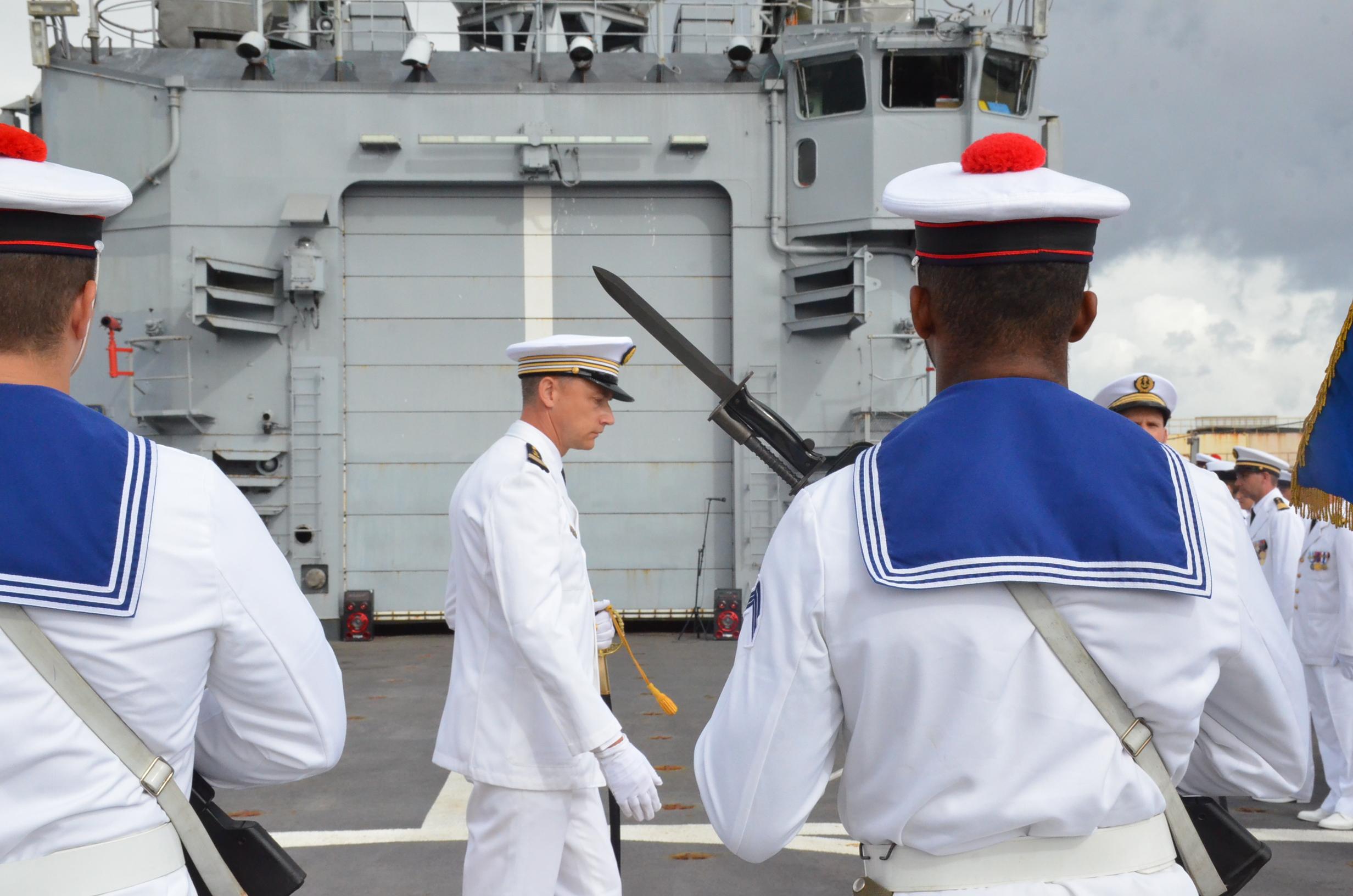 Le nouveau commandant du Prairial inspecte ses troupes