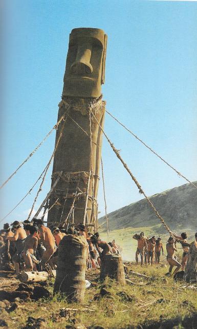 Les Pascuans, avant l'arrivée des Européens, n'ont, à l'évidence, pas su gérer leur première ressource naturelle, la forêt endémique. Cette reconstitution montre les arbres abattus au profit des moai.
